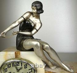 1920/1930 Uriano Statue Sculpture Pendule Art Deco Clock Woman Peach Seal