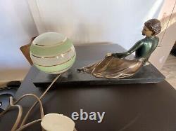 1930 Women's Art Lamp In Bronze On Black Marble Base