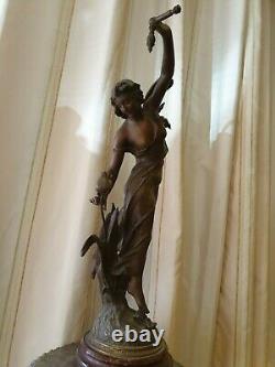Ancient Statue In Regule Art Deco Woman To Flower