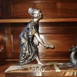 Ancient Statue Regulates. Art Deco. Wife. In La Biche