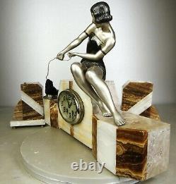 1920/1930 Uriano Statue Sculpture Pendule Art Deco Horloge Femme Pêcheuse Phoque