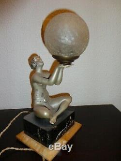 ART DECO Lampe femme nue Hauteur 33 cms largeur 16 cms profondeur 13 cms