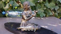 Ancienne sculpture ART DECO en régule jeune femme assise à l'oiseau sur marbre