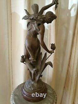 Ancienne statue en regule art deco femme à la fleur
