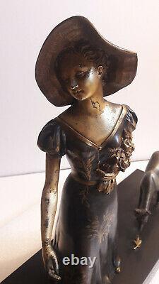 CHAM Jeune femme nourissant des biches Groupe Art déco en régule et marbre