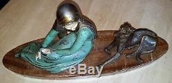 Femme avec chien. Statue en régule polychrome ART DECO