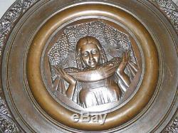 Femme tenant une coupe bronze Art Déco par R. COCHET, fondeur J. D'Estray Pari