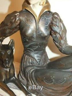 Grand sujet Art déco en régule patiné la femme au chien