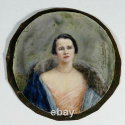 Grande miniature sur os, Portrait de femme au manteau bleu 1930 Art Deco ancien