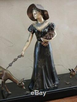 Importante sculpture Art déco représentant une femme nourrissant des biches CHAM