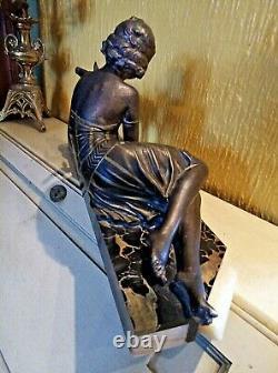 Jolie Statue Art Deco Jeune Femme Avec Biches Sur Marbre