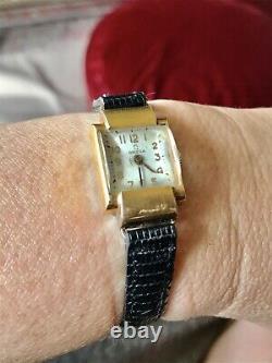Jolie petite montre mécanique Omega de collection Art Deco avec boîte dorigine