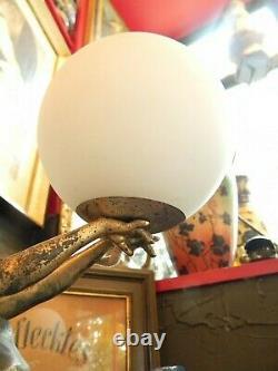 Lampe à Poser Art Déco Femme à la Balle en Régule Signée Carlier