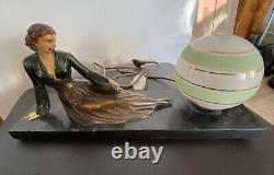 Lampe art deco 1930 femme en bronze sur socle marbre Noir