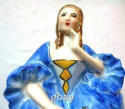 Lampe veilleuse, porcelaine de Limoges Femme à la robe bleue assise sur un dé