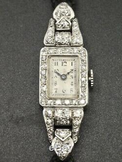 Montre de dame en platine sertie de diamants époque Art déco 1925