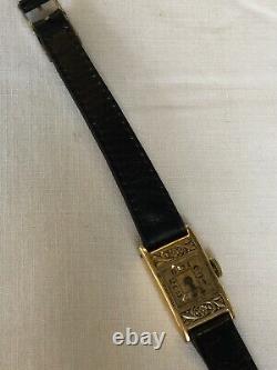Montre de femme en or ancienne (vers 1925) très ornée, décor art déco, Cuir Noir