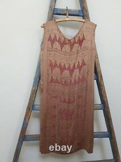 Old textile costume ancien robe art deco années folles soie brodée perles Chanel
