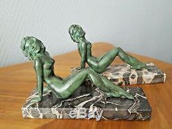 Paire de Serre-livres Art Déco femme nue allongée régule patiné