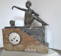 Pendule art déco, marbre et onyx, sujets régule, femme avec bouledogue français