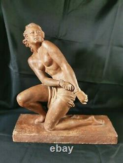 Sculpture Art Déco grande terre cuite femme enchainée signé O. Merval