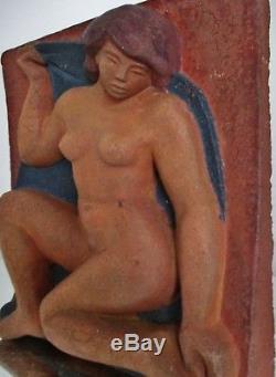 Sculpture Bas relief Terre cuite ART DÉCO Femme Style Maillol, à identifier