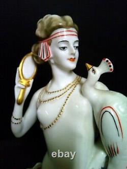 Statue Femme Au Paon Art Deco Porcelaine Signe Hauteur 30 CM