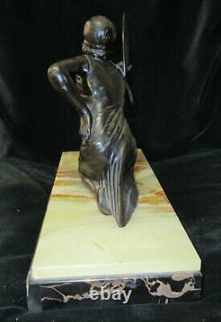 Statue art déco femme à l'éventail en régule non signé