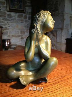 Statue bronze, femme aux cheveux lavés