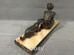 Statuette Art Déco Femme avec Pigeon et Chien régule patine sur marbre
