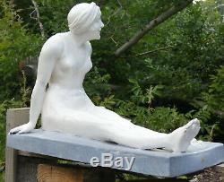 Superbe Ceramique 1930 Art Deco Statue Baigneuse Au Crabe Femme A La Plage Mer